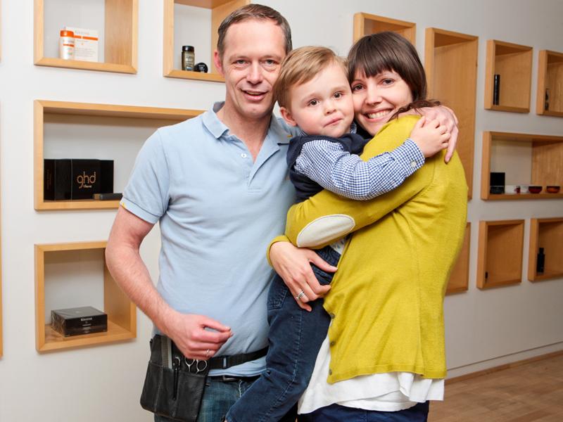 Liebevoller Umgang zwischen Eltern und Kind