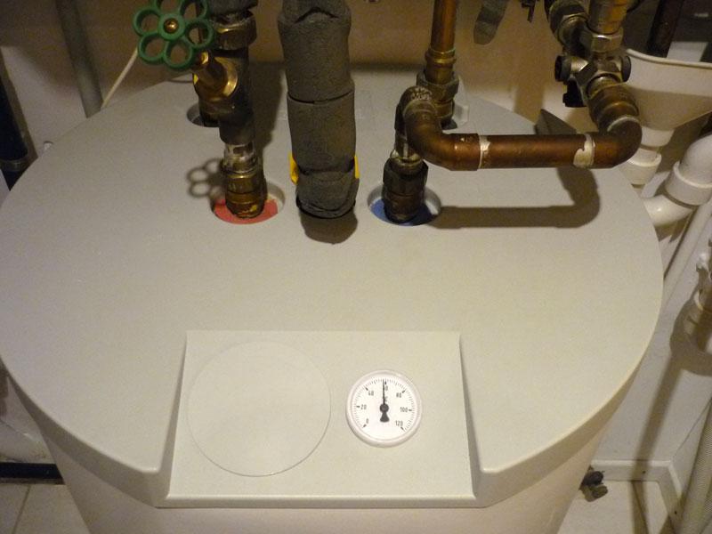 Warmwasserspeicher mit Temperaturanzeige