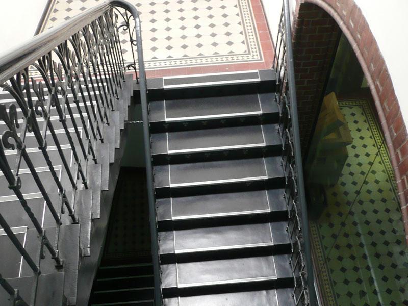 Eine Treppe, die nach oben führt