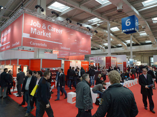 Messehalle mit Messestand