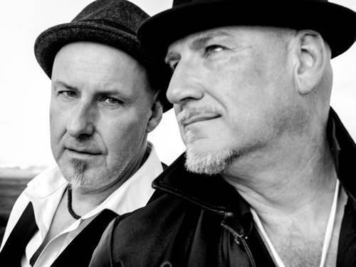 Zwei Männer mit Hüten.