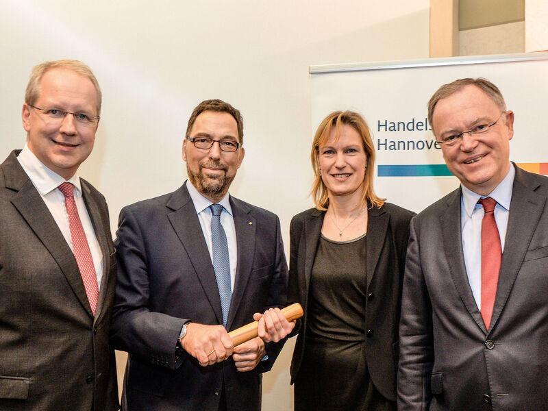 Stabübergabe Beim Handelsverband Hannover Wirtschaft