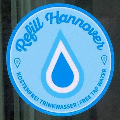 """Runder Aufkleber mit der Aufschrift """"Refill Hannover"""""""
