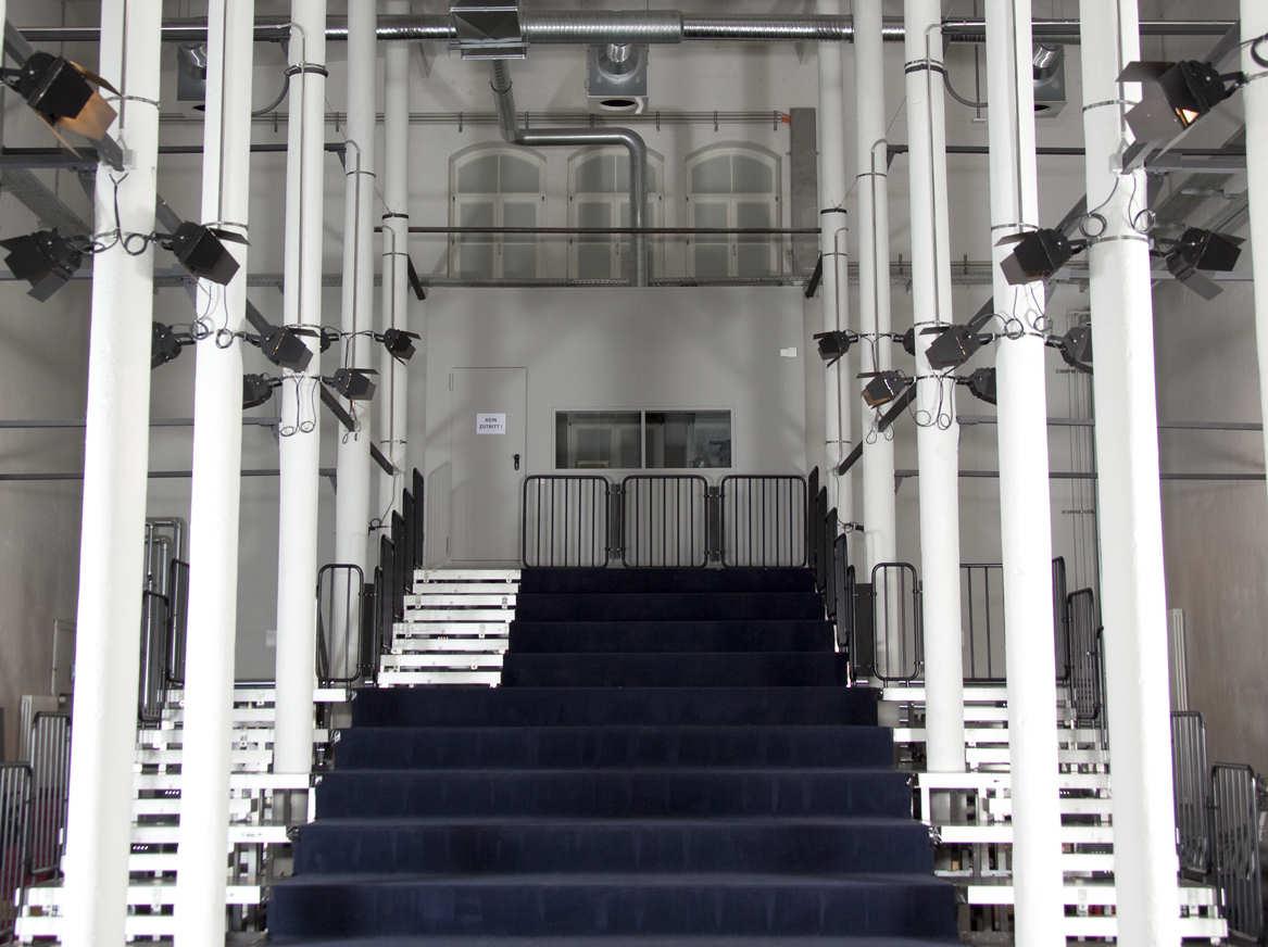 Blick auf den leeren Saal des KinderTheaterHauses.