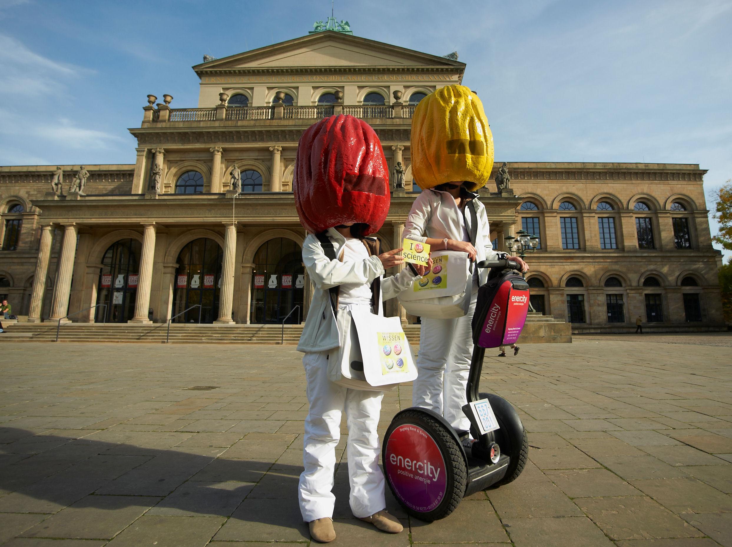 Maskottchen vor der Oper