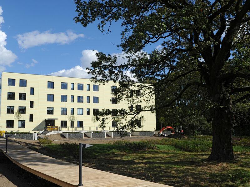 http://www.hannover.de/var/storage/images/media/01-data-neu/bilder/redaktion-hannover.de/portale/wirtschaft/forschungszentrum/8050249-1-ger-DE/Forschungszentrum_alias_400x300px.jpg