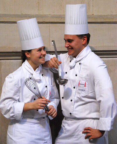 Auszubildende als Köchin und Koch | Ausbildung | Arbeit ... | {Köchin bei der arbeit 46}